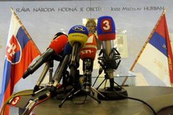 Kto chce byť novinárom v slovenských médiách, nepotrebuje študovať žurnalistiku.