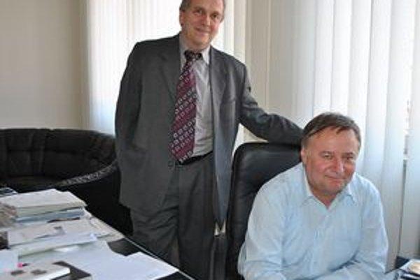 Konatelia Energobytu Andrej Bača (vľavo) a Marián Lopata tvrdia, že musia chrániť dobré meno firmy.
