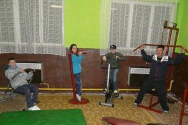 Mladí Jasenovčania môžu tráviť voľný čas aj v tejto klubovni pri cvičení.