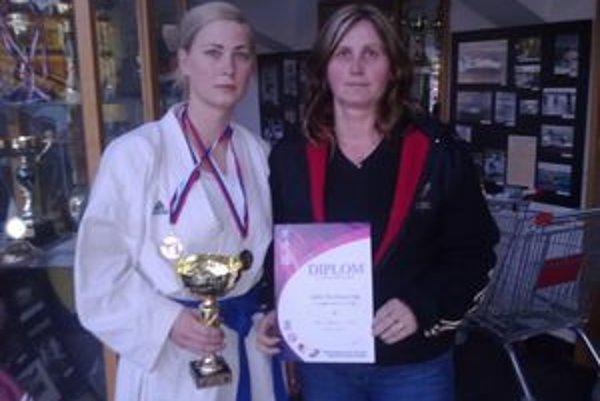 Zlato-strieborné karate. Janka Koribaničová (vľavo) a jej trénerka Jana Blichová.