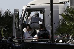 Rozstrieľaná kabína auta, ktorým útočník zabíjal v Nice.