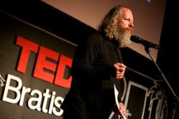 TEDx je konferencia originálny nápadov. Mím Miro Kasprzyk hovoril, že ľudia často rozprávajú bez myšlienky.