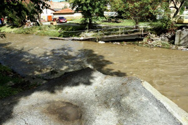 V roku 2010 napáchali záplavy škody aj v Ráztočne.