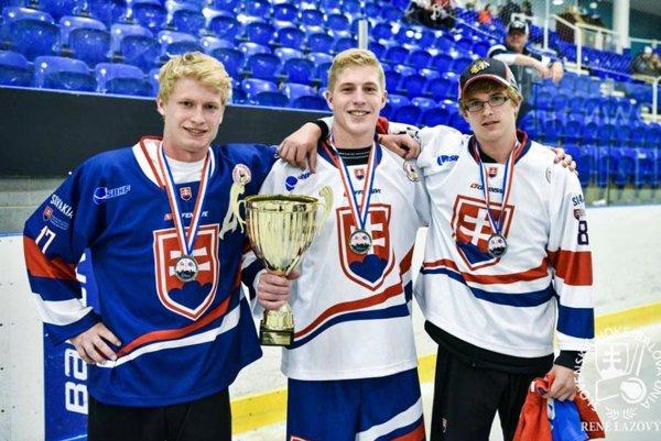 Trio Gajdošovcov, medailistov z MS federácie ISBHF v Sheffielde - zľava Marek, Miro a Ivan.