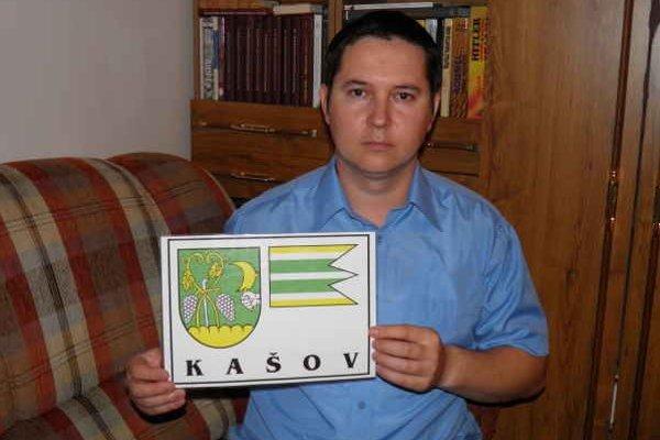 Marcel Bodnár. Jeho prvotinou bol navrhnutý a schválený erb pre obec Kašov.