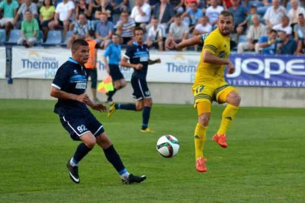 Postaral sa o vyrovnanie. Dominik Kunca (vpravo) prvýkrát skóroval v prvej lige.