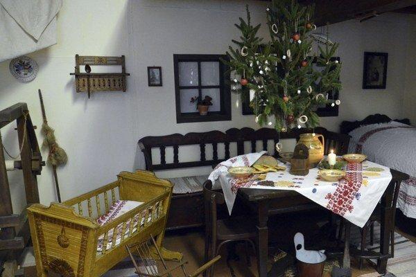 V zemplínskych domácnostiach visel stromček nad stolom.
