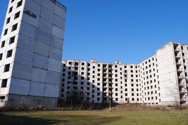 Sídlisko SNP. Nedobudovaný skelet chcú zmeniť na byty.