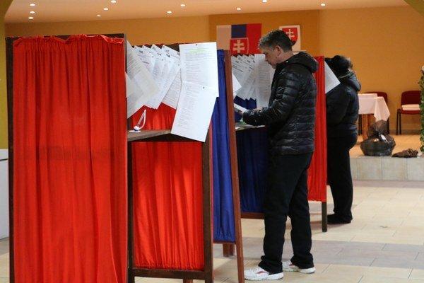 Voľby v Malčiciach.