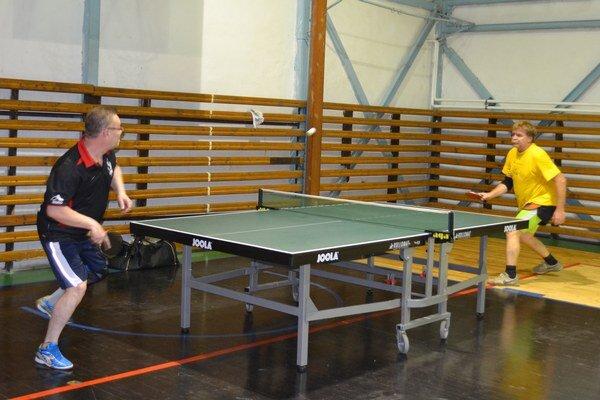 Michalovsko-sobranecká Open liga vstolnom tenise pokračovala ďalšími zápasmi.