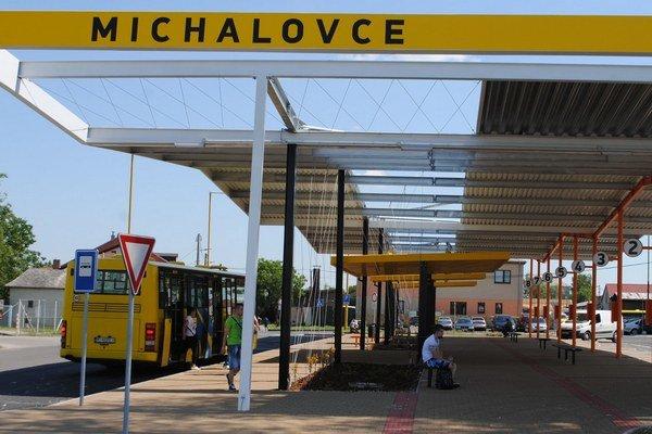 Mesto dostalo na výstavbu stanice polmiliónovú dotáciu od vlády. Presťahovanie stanice naspäť na Kostolné námestie nepripadá do úvahy.