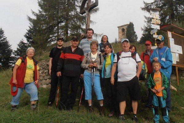 Michalovskí turisti. Cieľom ich nedávnej túry bol vrch Sľubica v pohorí Braniska.