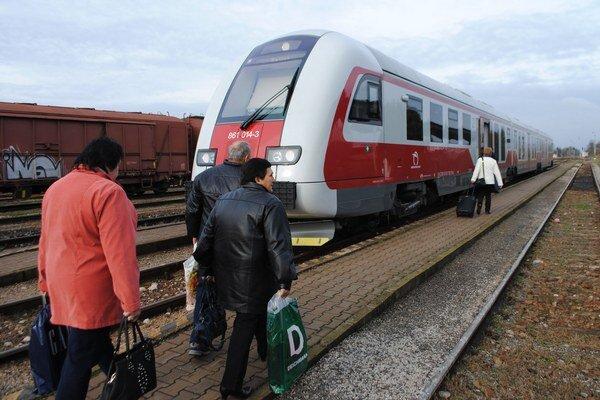 Vlaky zadarmo. Obyvatelia obcí v okrese Sobrance cestovanie vlakmi zadarmo nepocítia. V Sobranskom okrese nemajú ani meter koľajníc.