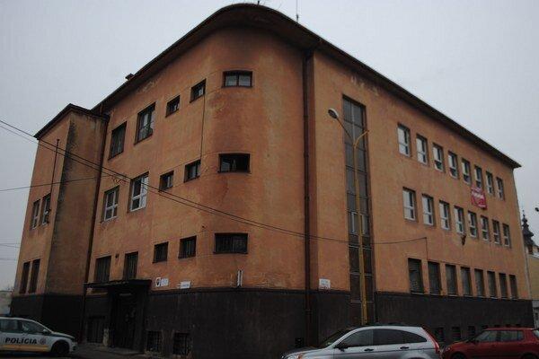 Obvodné oddelenie PZ v Michalovciach. Prechádza rozsiahlou rekonštrukciou. Na budove vymenia všetky okná, dvere, opravia fasády a zrekonštruujú priestory pre stálu službu.