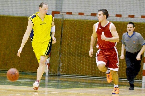 Na dolnokubínskej pôde sa Michalovčanom nedarilo. Prehrali tam 70:83, krídelník 1. BKD Tomáš Mižák (vľavo) zaznamenal 13 bodov.