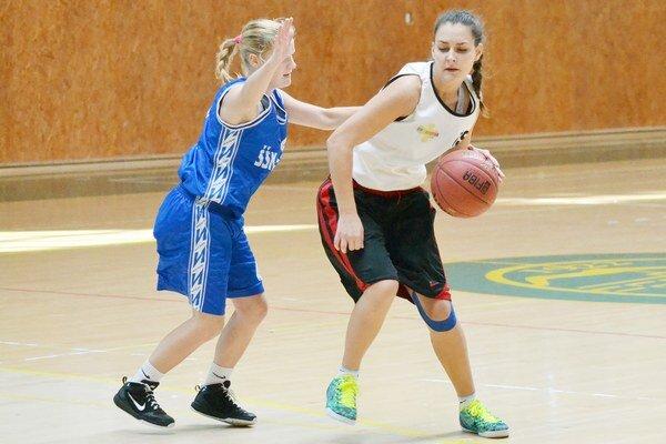 Na domácom ihrisku sa ženám nedarilo. Basketbalistky 1. BKD Michalovce podľahli Casovii Košice o jedenásť bodov.