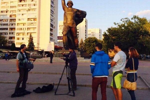 Na Ukrajine. Tokár od vypuknutia nepokojov, ktoré nastali po nepodpísaní asociačnej dohody, točil viackrát v Užhorode, Veľkých Komjatach, v Kyjeve, Dnepropetrovsku a Charkove.