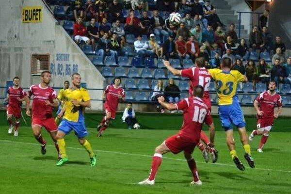 Zvyšujú cenu vstupeniek. Michalovskí diváci si za futbal priplatia.