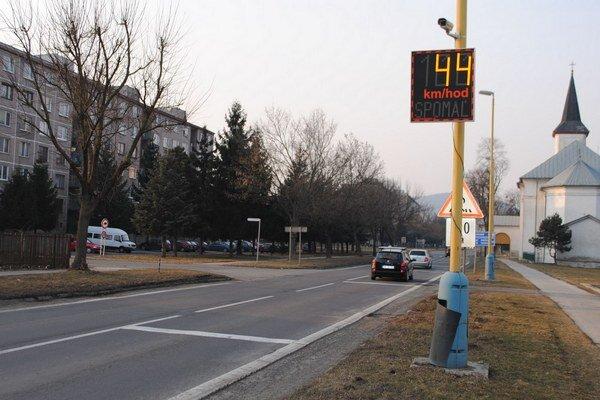Mesto Strážske. Po modernizácii verejného osvetlenia dosahuje až o 40 percent vyššiu úsporu elektrickej energie.