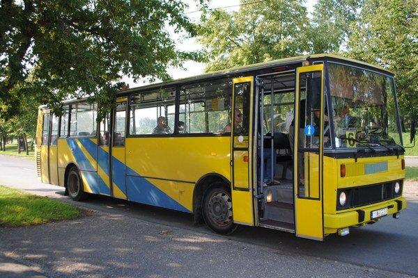 Mestská doprava. Michalovčania doplatia súkromnému dopravcovi za rok 2014 ďalších 105-tisíc eur. Spoločnosť DZS – M. K. Trans, s. r. o.  dostane od mesta celkovo viac ako 415-tisíc eur.