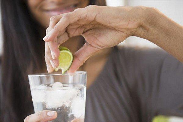 V lete na dovolenkách pozor na nápoje s obsahom ľadu. Neviete, z akej vody bol vyrobený.