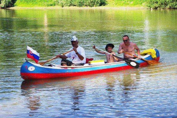 Splavovanie zemplínskych riek. Jubilejného 20. ročníka sa zúčastnilo 108 vodákov na 42 člnoch.