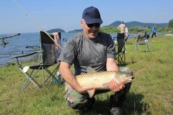 Šíravský pleskáč. V love rýb súťažili rybári z ôsmich rybárskych organizácií Košického a Prešovského kraja.