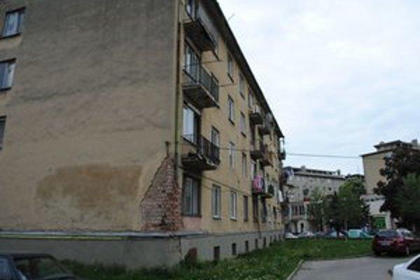 Obytný dom. Mesto ho predalo v dražbe. Bytovku aj s pozemkom získa za 57 500 eur firma LO-MAR s.r.o.