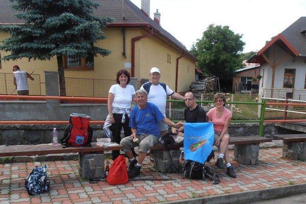 Turisti. Spoznávali Vihorlatské vrchy a okolitú prírodu.