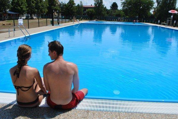 Kúpalisko v Sobranciach. Po troch rokoch rekonštrukcie je opäť v prevádzke. Rekreanti si vynovené bazény pochvaľujú.