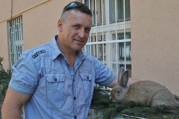 Národné plemeno. Zemplínskeho pastelového králika nám predstavil Peter Stanko, predseda oblastného výboru zväzu chovateľov Michalovce.