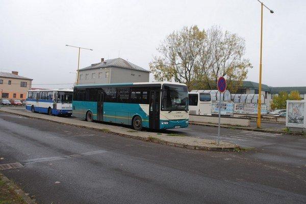 Miesto pre novú stanicu. Nové autobusové nástupište za 749-tisíc eur začne stavať mesto tento mesiac. Autobuska má byť hotová v septembri 2014.