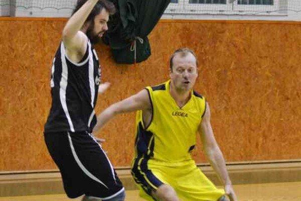 Zaznamenal 17 bodov. Skúsený Milan Janošov (vpravo) bol oporou 1. BKD.