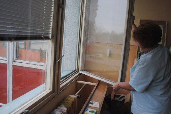 Materské školy. Budovy majú viac ako 30 rokov. Okná sú nevyhovujúce, nedoliehajú a dochádza k únikom tepla. Výmena okien bude stáť 426-tisíc eur.