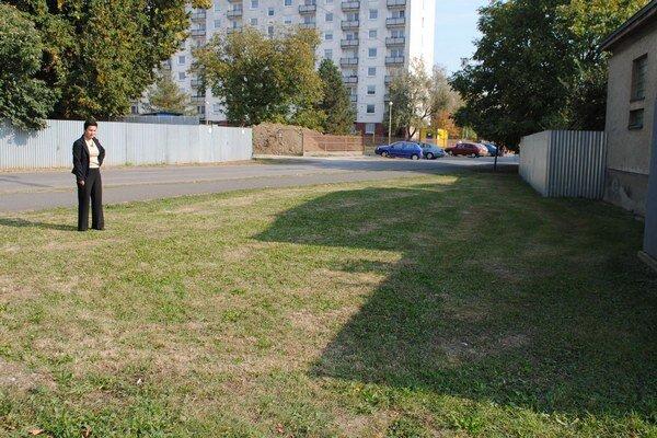 Pozemok. Nachádza sa v širšom centre mesta na Jilemnického ulici.