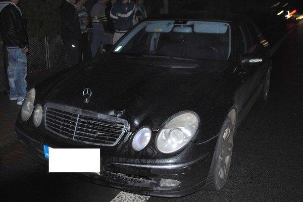 Smrteľná nehoda. Po zrážke s čiernym mercedesom zomrela 32-ročná Paulína. Auto šoféroval Juraj G.