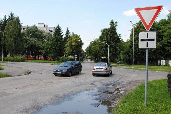 Výstavba začne o pár týždňov. Križovatku na Špitálskej a Okružnej ulici nahradí kruhový objazd. Náklady na jeho výstavbu dosiahnu viac ako 419-tisíc eur.