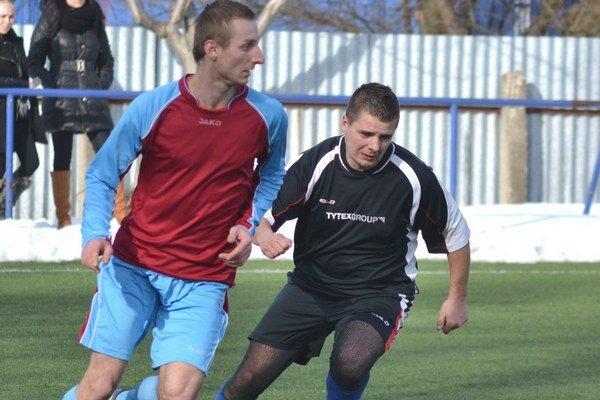 Poslednému naložili poltucet. Jeden gól V. Horeša zaznamenal aj Tomáš Illéš (vľavo).