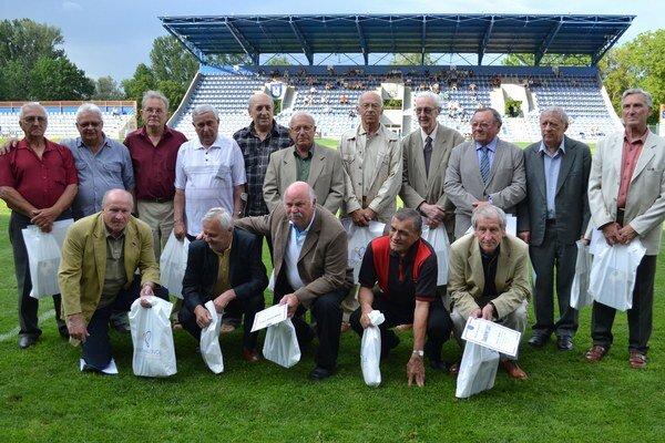 Bývalí hráči michalovského Zemplína. Presne pred 50 rokmi táto partia postúpila do II. slovensko–moravskej ligy.