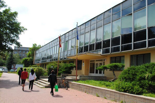 Okresný súd v Michalovciach. Súčasné priestory súdu sú podľa rezortu spravodlivosti kapacitne nepostačujúce, hygienicky a funkčne nevyhovujúce.