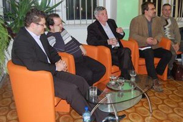 Autori a zostavovatelia publikácií. Odpovedali na zvedavé otázky hostí.