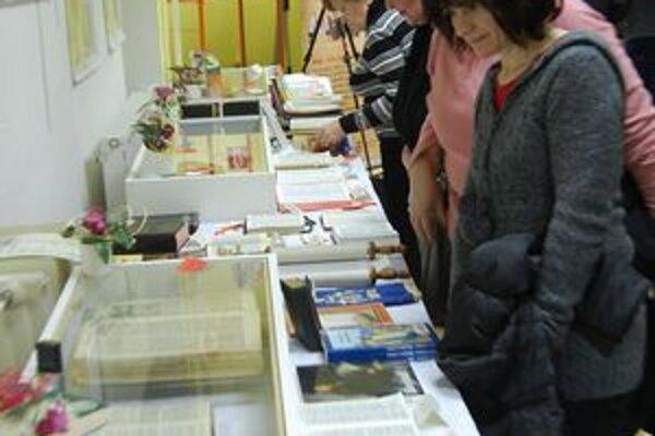 Biblia včera, dnes a zajtra. Unikátna výstava zavítala už aj do Michaloviec.