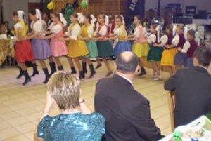 Ples športovcov. Zabávalo sa na ňom takmer 160 hostí.
