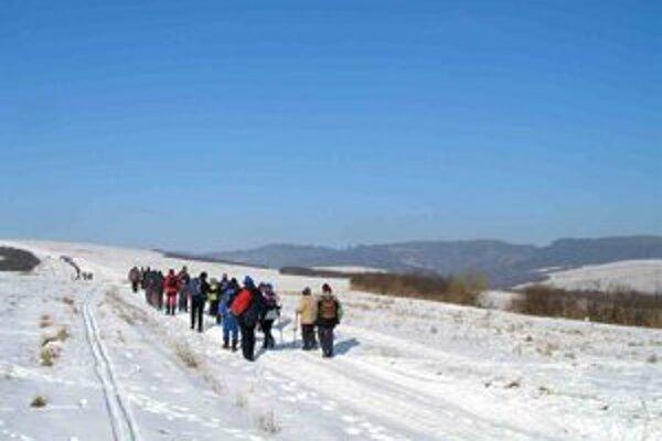 Slovenský zimný zraz turistov. Turistov sprevádzalo mrazivé, ale slnečné počasie.