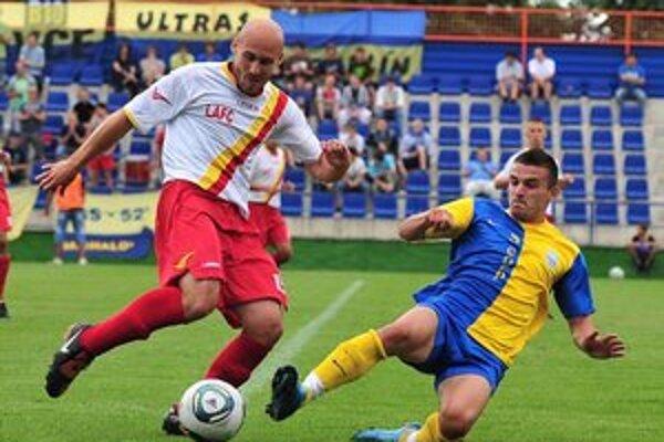 Naposledy doma zvíťazili Michalovce. Rozhodujúci gól do siete LAFC strelil P. Ruskovský (vpravo).
