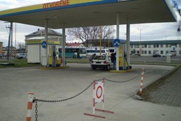 Priemerné ceny nafty medziročne stúpli o viac ako 18 centov.