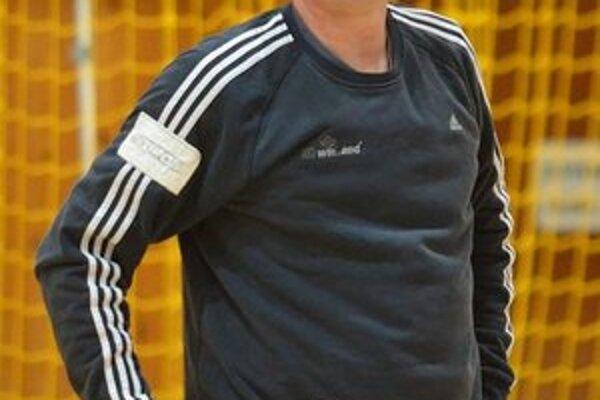 Skúsený gólman Maroš Kolpak. V Topoľčanoch bol oporou winLandu.