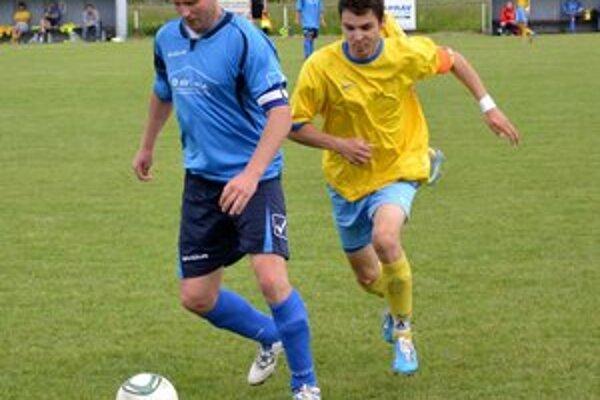 Ľ. Horochonič (vľavo) po zápase svoj tím nepochválil.