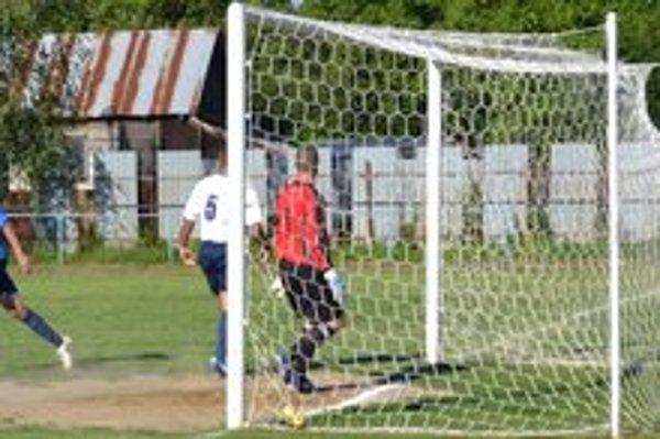 Otvárací gól v podaní Miroslava Mesaroša. Palínsky záložník (vľavo) prekonal v 43. minúte gólmana Petra Regendu.