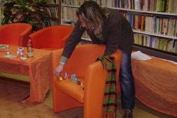 Ján Pochanič pri prezentácii svojich knižiek sa s deťmi vždy zabáva.